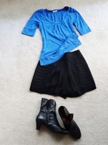 Hosenrock, Stiefel, blaues Shirt