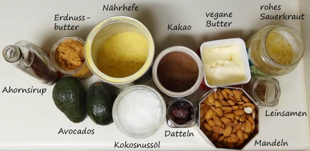vegane neulinge ahornsirup, erdnussbutter, nährhefe, kakao, vegane butter, rohes sauerkraut, avocados, koskosnussöl , datteln, mandeln, leinsamen