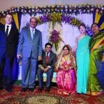 anne im sari auf indischem hochzeitsempfang