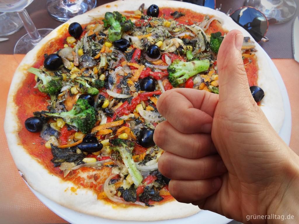 daumen hoch fuer veggie pizza