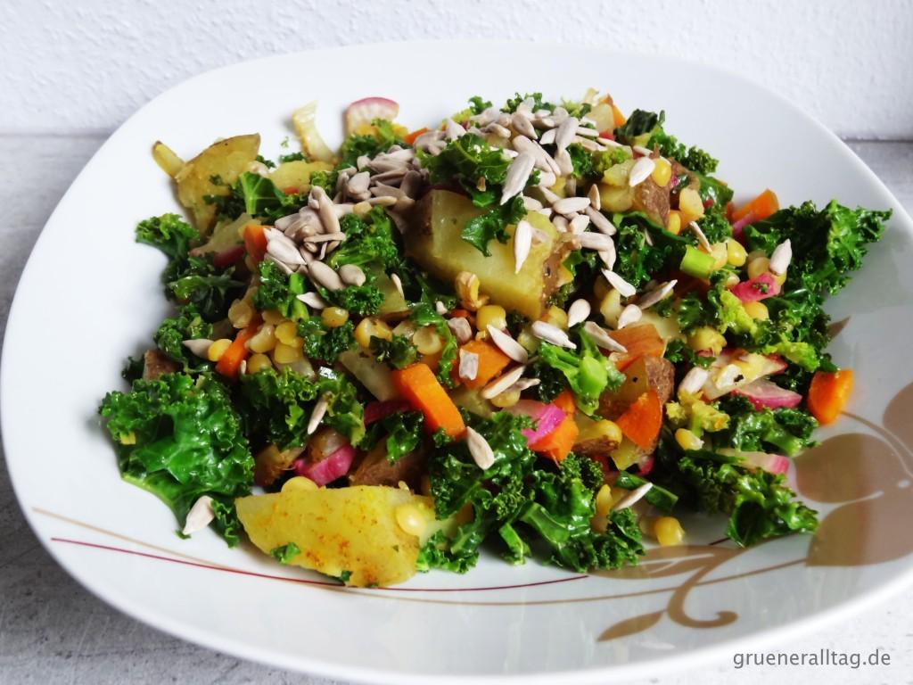 Kreativer Grünkohlsalat als Vorspeise - Vegan Clean Eating Weihnachtsmenü 2015