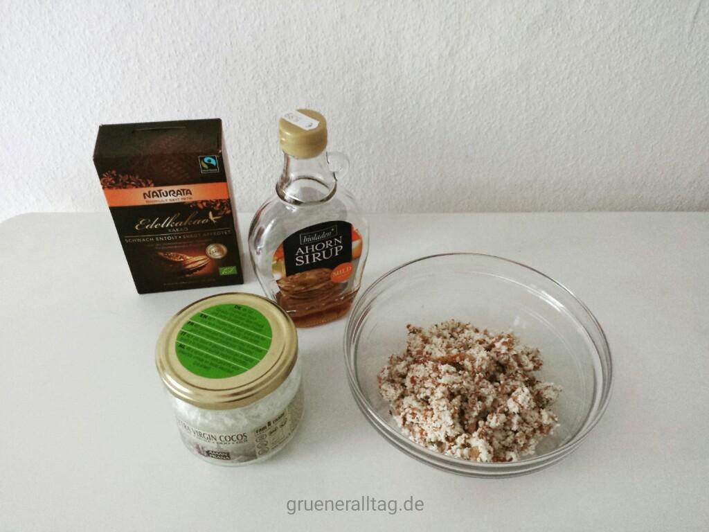 Zutaten für selbst gemachte Nuss-Nougat-Creme