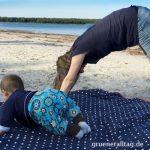 Sport mit Baby am Strand